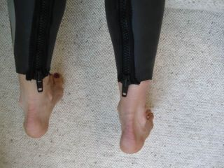 Wetsuit_Zipper_legs